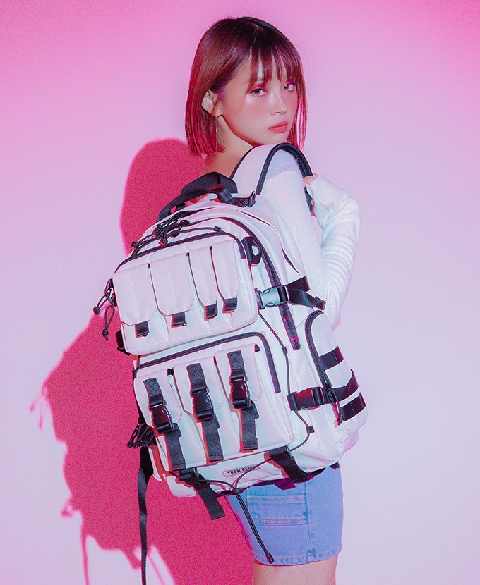 2021新規リュック発売DAYLIFE TECH PLUS BACKPACK (IVORY)